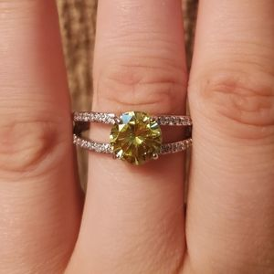 Fragrant Jewels green stone ring